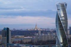 Vista de Moscú con los edificios altos Imágenes de archivo libres de regalías