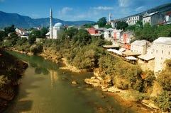 Vista de Mostar del puente viejo, Bosnia Imagen de archivo libre de regalías