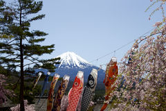 Vista de Mt Años Nuevos japoneses de diseño de tarjeta Fotografía de archivo libre de regalías