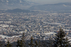 Vista de Mt Dobratsch a Villach no inverno Foto de Stock Royalty Free