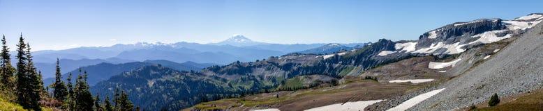 Vista de Mt Mais chuvoso ao caminhar Summerland à língua de terra Gap fotografia de stock royalty free