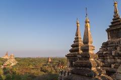 Vista de muitos pagodes e construções em Bagan Fotografia de Stock Royalty Free