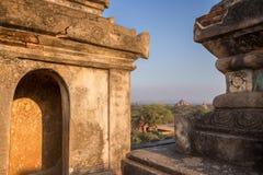 Vista de muitos pagodes e construções em Bagan Fotos de Stock Royalty Free