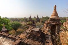 Vista de muitos pagodes e templos em Bagan Imagens de Stock