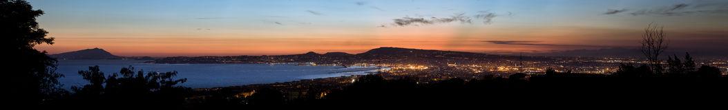 Vista de Nápoles en la noche Imagen de archivo libre de regalías