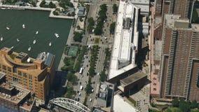 Vista de nível elevado de Hudson River Greenway e da estrada do Westside filme