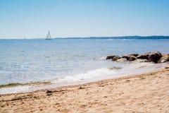 A vista de negligência da costa em Massachusetts na praia de Cape Cod foto de stock