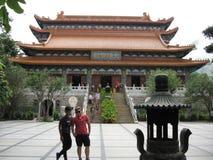 Vista de Ngong Ping Piazza para Tian Tan Buddha, ilha de Lantau, Hong Kong imagem de stock