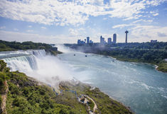 Vista de Niagara Falls na névoa ensolarada, NY, EUA Foto de Stock Royalty Free