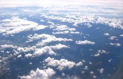 Vista de nubes y de Eart Imagen de archivo