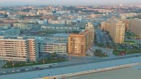 Vista de nuevo Oporto en el tiempo de la puesta del sol, Portugal aéreo almacen de video