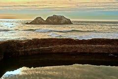 Vista de olas oceánicas de los baños de Sutro Imagen de archivo libre de regalías