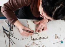 Funcionamiento femenino del joyero Imagen de archivo