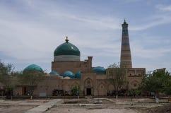 Vista de Pahlavon Mahmud Mausoleum y del alminar de Khodja del Islam, Khi fotografía de archivo