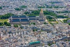 Vista de París y de Les Invalides de la torre Eiffel imagen de archivo libre de regalías