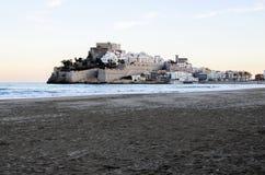 Vista de PeñÃscola da areia da praia Imagem de Stock Royalty Free