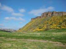 Vista de penhascos de Salisbúria no parque de Holyrood Imagens de Stock