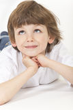 Vista de pensamento da criança do menino acima Foto de Stock Royalty Free