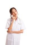 Vista de pensamento do doutor fêmea novo asiático acima Foto de Stock Royalty Free
