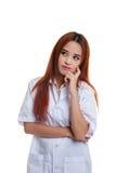 Vista de pensamento do doutor fêmea novo asiático acima Imagem de Stock Royalty Free