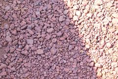 Vista de pequeñas piedras en la tierra, fondo de piedra, fondo del guijarro, texturas del guijarro Imágenes de archivo libres de regalías