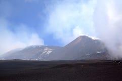 Vista de picos centrales del volcán del Etna. imagen de archivo