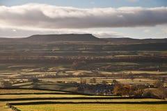 Vista de Pluma-y-Gante en el parque nacional Inglaterra de los valles de Yorkshire Fotografía de archivo libre de regalías