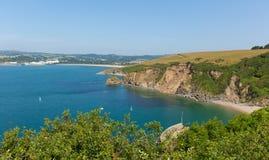 Vista de Polkerris Cornualha Inglaterra para par a praia Fotos de Stock Royalty Free