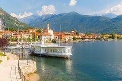 Vista de pouca vila de Feriolo, no lago Maggiore, em Piedmont fotos de stock