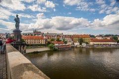 Vista de Praga del puente de Charles imagen de archivo