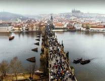 Vista de Praga, puente de Charles, río de Moldava Fotografía de archivo libre de regalías