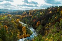 Vista de Puckoriai geological, exposição de Puckoriai, rio de Vilnia, exposição a mais alta lituana 65 m de altura Vilnius, Lithu Fotos de Stock