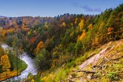 Vista de Puckoriai geological, exposição de Puckoriai, rio de Vilnia, exposição a mais alta lituana 65 m de altura Vilnius, Lithu imagem de stock royalty free