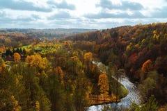 Vista de Puckoriai geological, exposição de Puckoriai, rio de Vilnia, exposição a mais alta lituana 65 m de altura Vilnius, Lithu Fotografia de Stock