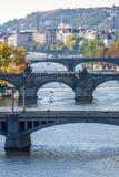 Vista de puentes en el río de Moldava Imagen de archivo libre de regalías