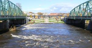 Vista de puentes gemelos en Westfield, Massachusetts 4K almacen de metraje de vídeo
