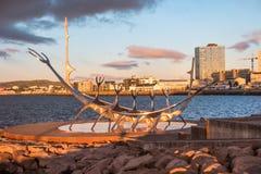 Vista de Reykjavik en la puesta del sol, Islandia Fotos de archivo libres de regalías