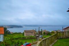 Vista de Rias Baixas de Combarro, una pequeña ciudad costera en Galic Fotos de archivo