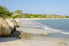 Vista de rocas de la playa del bebé en la isla de Aruba Fotografía de archivo libre de regalías