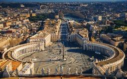 Vista de Roma de la bóveda de la basílica del ` s de San Pedro, Italia, Roma, Vaticano Imagenes de archivo