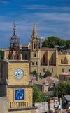 Vista de Salon de Provence com a torre da igreja e de sino, França imagem de stock royalty free