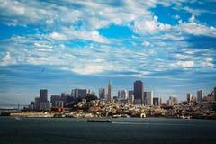 Vista de San Francisco do centro da ilha de Alcatraz, Califórnia imagem de stock royalty free
