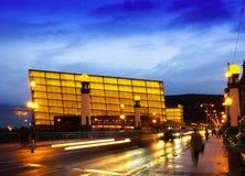 Vista de Sant Sebastian Centro de congresso de Kursaal na noite foto de stock