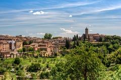 Vista de Siena con la basílica de San Clemente imagen de archivo libre de regalías