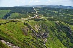 Vista de Sniezka do abrigo da montanha fotografia de stock