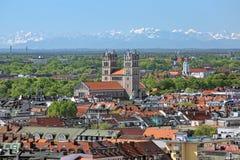 Vista de St Maximilian Church de la torre nuevo ayuntamiento en Munich, Alemania Fotografía de archivo