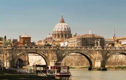 A vista de St Peter Basilica, Roma fotografia de stock