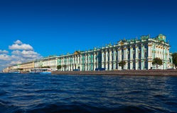 Vista de St Petersburg. Palácio do inverno de Neva Fotografia de Stock