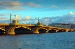 Vista de St Petersburg. Puente de Blagoveshchensky Imagen de archivo
