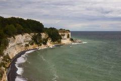 Vista de Stevns Kliff - penhascos de uma pedra calcária em Dinamarca Fotos de Stock Royalty Free